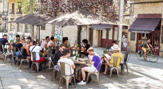Cierre de bares ni restaurantes ponen a los empresarios muy molestos en Cataluña